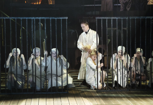 Porträtt på Sweeney Todd - Foto Per Eriksson - Markus Virta, Kim Bergkvist och körensemblen